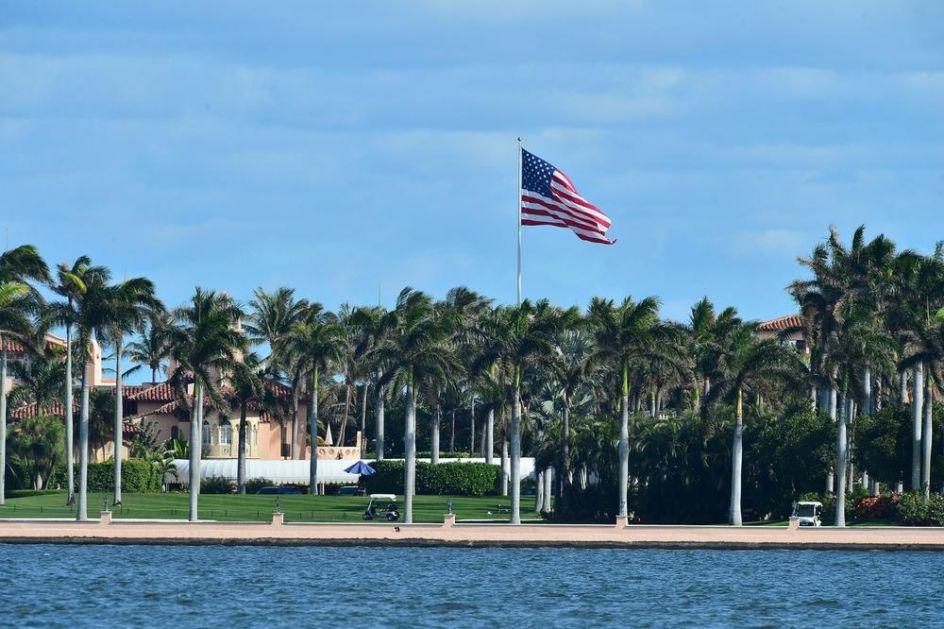 IZ BELE KUĆE PREŠAO U JOŠ VEĆU REZIDENCIJU: Tramp se posle mandata preselio na Floridu! Imanje u Redu milijardera gleda na okean