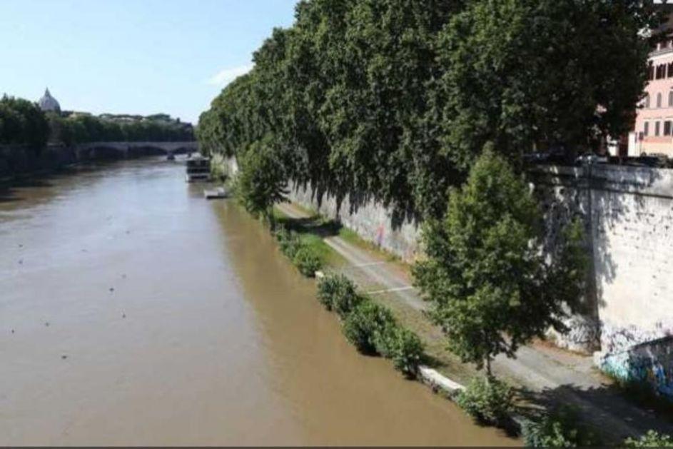 IZ PROVODA U SMRT: Francuski turista (18) pao sa bedema pored Tibra i poginuo!