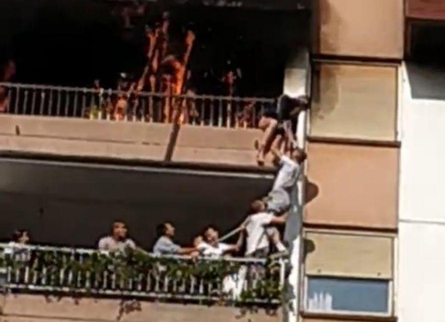 IZ USTA JOJ JE IZLAZIO DIM: Potresni detalji spasavanja devojčice (15) iz zapaljenog stana: SVE ME BOLI!