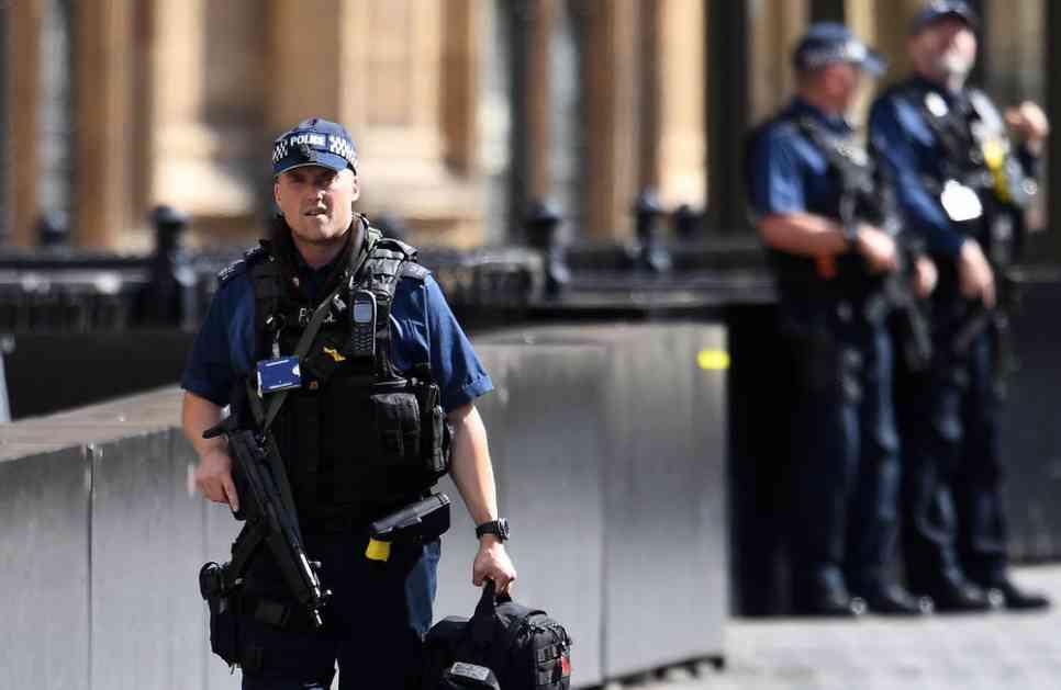 IZBEGNUTA KATASTROFA U LONDONU: Policija pronašla dve improvizovane bombe u nenaseljenim stanovima
