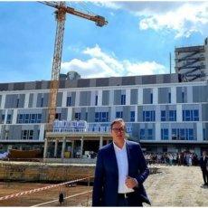 IZGLEDAĆE KAO SPEJS ŠATL! Novih 900 bolničkih ležajeva, sale, intezivna nega - predsednik Vučić oduševljen Kliničkim centrom