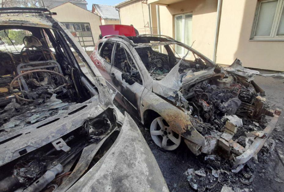 IZGORELA TRI AUTOMOBILA U KRAGUJEVCU: Vatra buknula na parkingu, uznemireni građani odmah alarmirali vatrogasce!