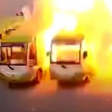 IZGORELI KAO ŠIBICA, ŠTETA JE OGROMNA! Pogledajte kako električni autobusi nestaju u plamenu! (VIDEO)