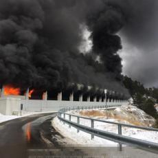IZGOREO AUTOBUS PUN HRVATSKIH ĐAKA: Vozilo se zapalilo u tunelu, a onda je nastala panika! (FOTO)