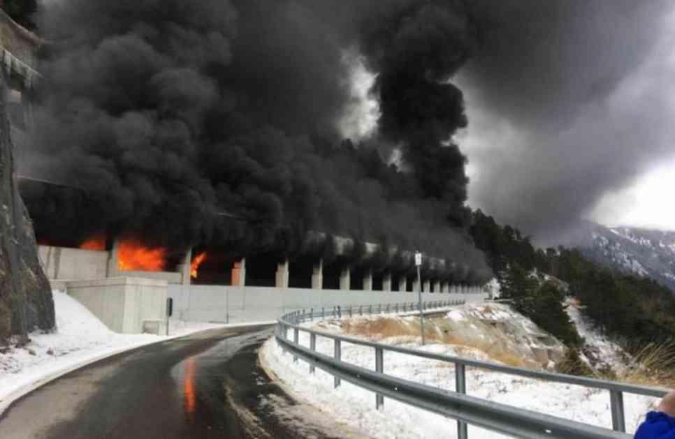IZGOREO AUTOBUS PUN HRVATSKIH UČENIKA: Dok su se vraćali sa skijanja vozilo se zapalilo u tunelu, a onda je nastala panika! (FOTO)