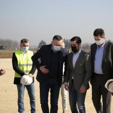 IZGRADNJA DEONICE AUTOPUTA OD ŠAPCA KA RUMI POČINJE U MARTU: Ministar Momirović pozvao da se ubrzaju radovi (FOTO)