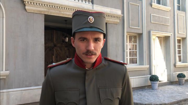 IZNENAĐENJE NA SETU: Ivan Zablaćanski na snimanju serije Crveni mesec pronašao novu ljubav! (VIDEO)