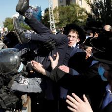 IZRAEL IZVEO VODENE TOPOVE NA ULICE: Verska grupa traži svoja prava, policija odgovorila silom (FOTO/VIDEO)