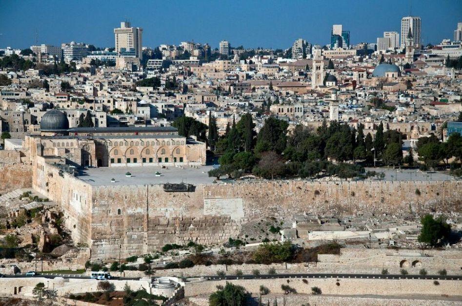IZRAELSKE SNAGE UPALE U KOMPLEKS DŽAMIJE AL AKSE: Evo zašto je Hramovna gora jedna od najspornijih lokacija na svetu!