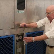 IZUM KOJI MOŽE SPASITI MNOGO ŽIVOTA: Inženjer pronašao mašinu koja proizvodi pitku vodu iz vazduha (VIDEO)