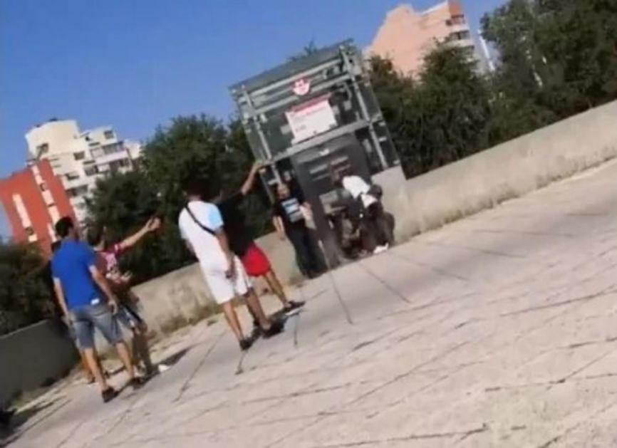 IZVADILI NOŽ I METALNU ŠIPKU I POČELI DA KASAPE PROLAZNIKE: Horor u Lionu, u napadu jedan mrtav 9 ranjeno! Uhapšen napadač! (VIDEO)