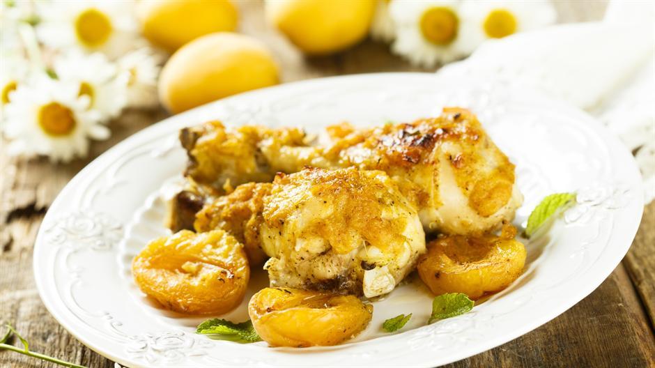 Ideja za ručak:Piletina sa kajsijama i začinskim biljem