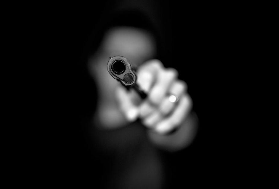 Igalo: Ranjeni policajac preminuo, uhapšene tri osobe