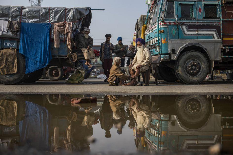 Indija: Desetine hiljada nezadovoljnih poljoprivrednika prete opsadom Nju Delhija