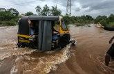 Indija: Spasioci evakuisali 700 putnika iz poplavljenog voza