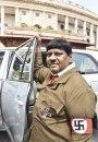 Indijski poslanik došao u parlament obučen kao Hitler FOTO