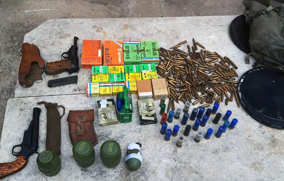 Inđijac u kući držao pištolje, bombe...