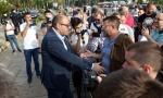 Ispred Skupštine podrška građana poslanicima SNS koji štrajkuju glađu (FOTO)