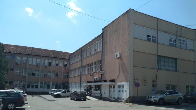 Istraga o slučaju devojčice koja prima infuziju ispred bolnice u Novom Pazaru
