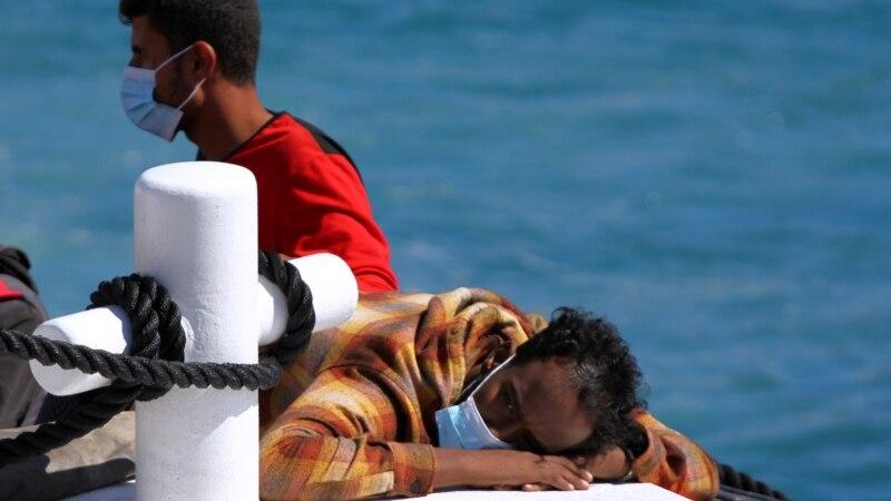 Premijer Italije negirao medijske natpise o  zaustavljanju izbegličkih brodova