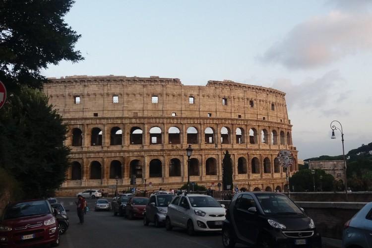 Italijani prave haj-tek Koloseum