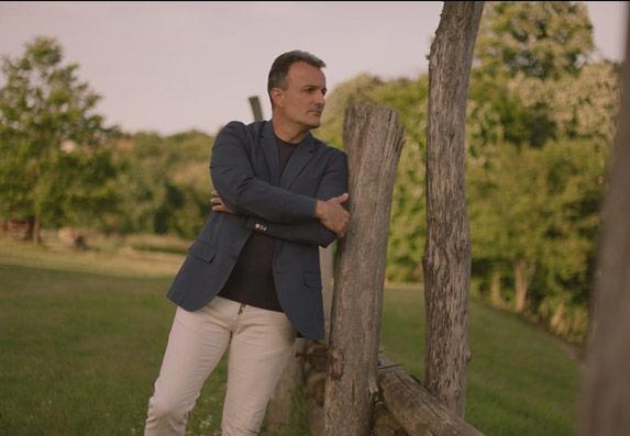 Ivan Milinković poslao pesmom jasnu poruku: Nema nazad! (VIDEO)