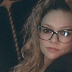 Ivana Peters HOSPITALIZOVANA: Pevačica zbog stravičnih bolova HITNO OPERISANA