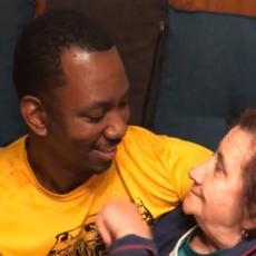 Ivanina baka je prvi put videla zeta CRNCA - njena reakcija je TOTALNI HIT NA INTERNETU! (VIDEO)