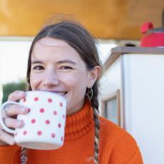 Izbacuje TOKSINE, pomaže kod UPALE GRLA: Čaj od ove BILJKE svi treba da ima kod kuće, spada među NAJZDRAVIJE