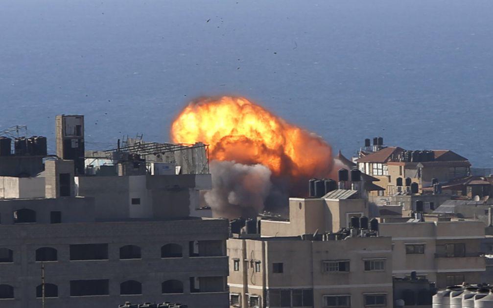 U izraelskim vazdušnim udarima sravnjene još tri zgrade u Gazi, najmanje 42 poginulo