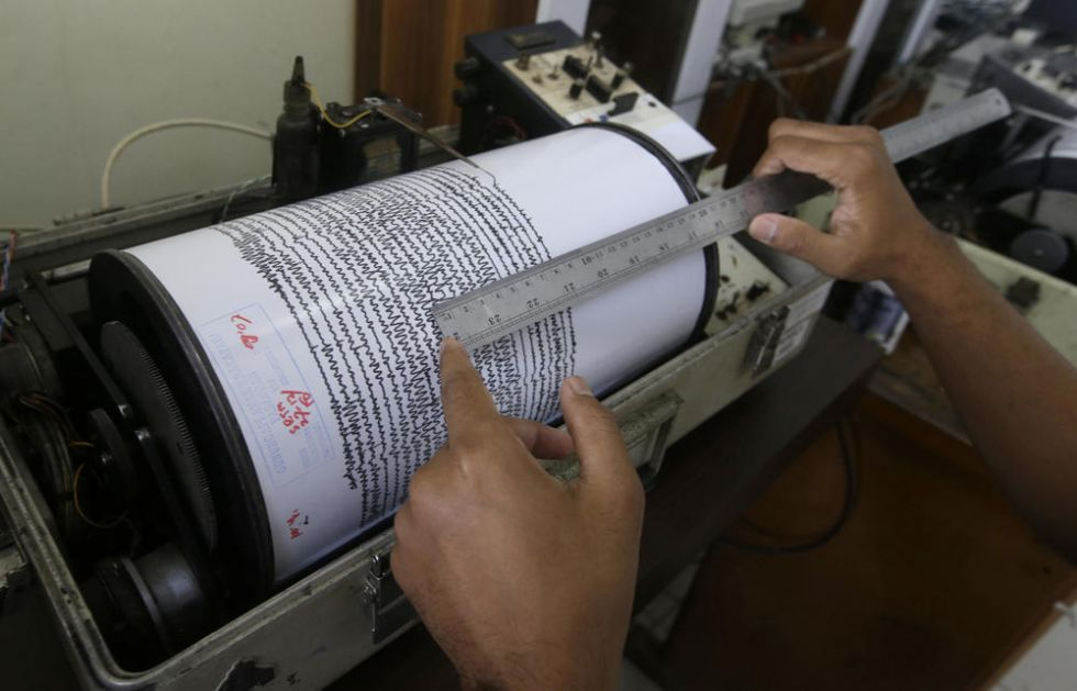 JAK ZEMLJOTRES OD 7,4 STEPENA POGODIO INDONEZIJU: Izdato i upozorenje na cunami