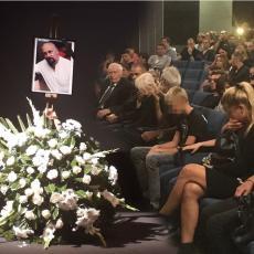 JAO, JA OVO NE MOGU DA PODNESEM: Supruga stigla na Gruovu komemoraciju - potresne scene, srce da pukne