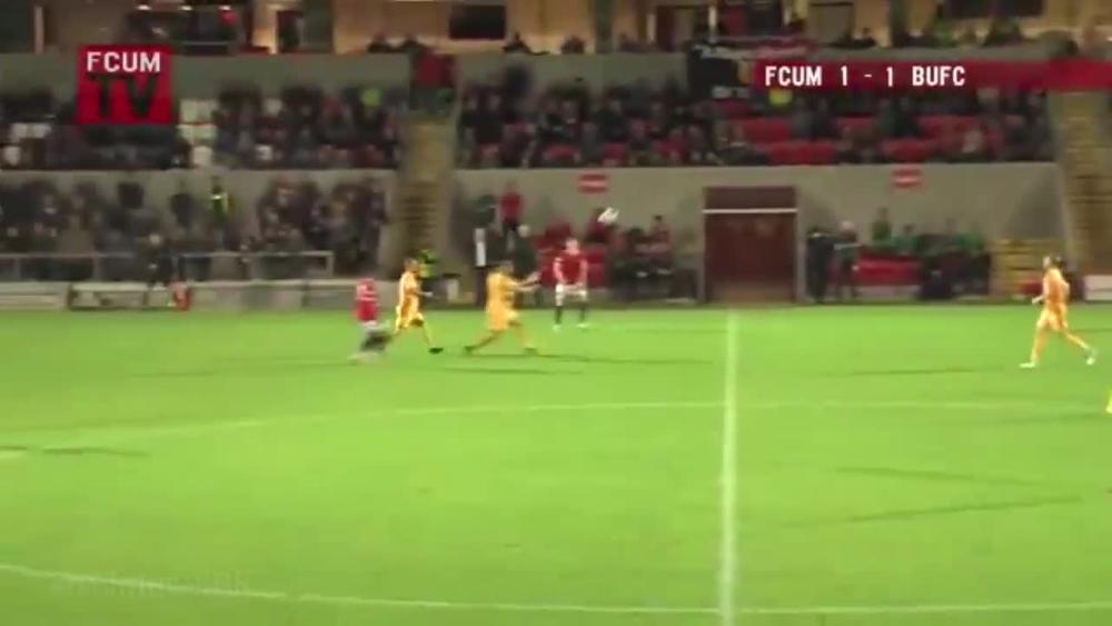 JEDAN OD NAJLUĐIH GOLOVA U ISTORIJI: Fudbaler u Engleskoj postigao gol glavom sa svoje polovine terena! VIDEO