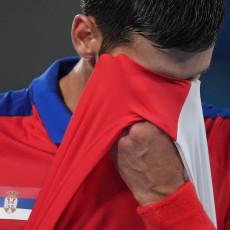 JEDVA SU DOČEKALI: Navijači Španca odmah UDARILI na Noleta, pokazali mu Nadalovu sliku za zlatom