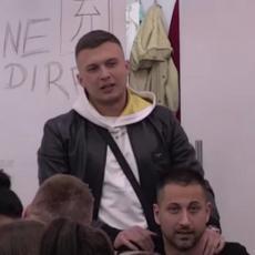 JEL MOGUĆE?! Karićev ULAZAK iznenadio BIVŠE zadrugare, a evo KAKO su Kristijan i Tomović reagovali...