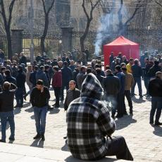 JERMENSKI NAROD NE ODUSTAJE: Na hiljade demonstranata ispred parlamenta, traže momentalnu ostavku Pašinjana (VIDEO)