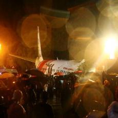 DETALJI NESREĆE U INDIJI : Avion se PREPOLOVIO, najmanje 14 poginulih, više od 100 povređenih (FOTO/VIDEO)