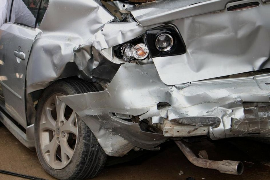 JEZIVA NESREĆA KOD ŽEPČA: Dvoje mrtvih na mestu u sudaru dva teretna i jednog putničkog vozila u Liješnici!