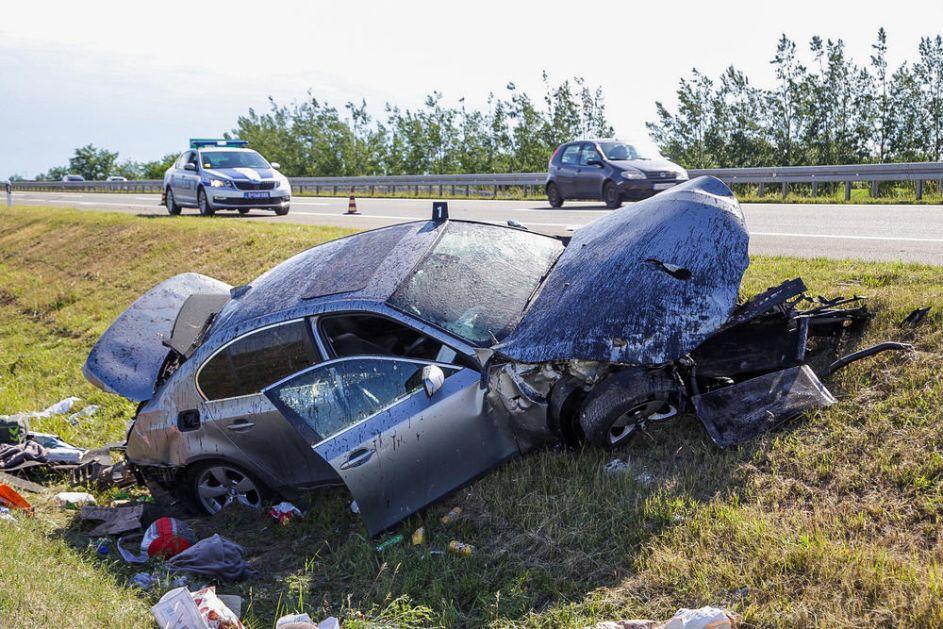 JEZIVA SCENA KOD HORGOŠA: Automobil se isprevrtao i sleteo u jarak! Troje putnika hitno prevezeni u bolnicu (FOTO)