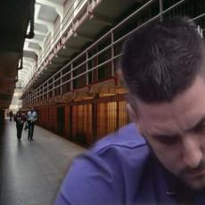 JEZIVI PRIZOR IZ ĆELIJE: Isplivali snimci Lazara Čolića Zole iz zatvora! Neutešno blene kroz OTVOR