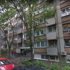 JEZIVO! Žena iz Rakovice svakog dana radi UŽASNU stvar u zgradi: BESNI stanari pozvali nadležne (VIDEO)