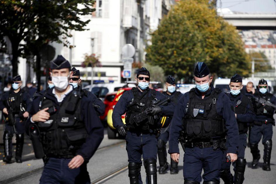 JOŠ JEDNA DRAMA U FRANCUSKOJ: Napadač vikao alahu akbar i krenuo na policajce, oni ga likvidirali