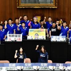 JOŠ JEDNA TUČA U PARLAMENTU: Poslanici opozicione stranke uspeli da uđu u skupštinsku salu, zauzeli govornicu
