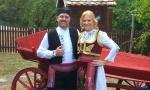 JUŽNOAFRIČKO VENČANjE NA OPLENCU: Svadba u skladu sa srpskom tradicijom (FOTO)