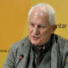 Jajima i paradajzom na Bećkovića: BRUKA I SRAMOTA u Crnoj Gori! Intervenisala policija, nastao HAOS!