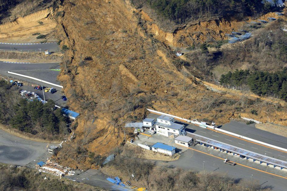 Japan: U zemljotresu više od 100 povređenih, popucale zgrade, krenula klizišta