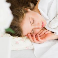 Japanska tehnika spavanja je spas za kičmu: Ovaj položaj izlečiće svaki bol u leđima!