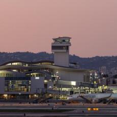 Jedan od NAJPROMETNIJIH aerodroma na svetu je na trenutak stao: UZBUNA na pisti iz BIZARNOG RAZLOGA će vas oduševiti!