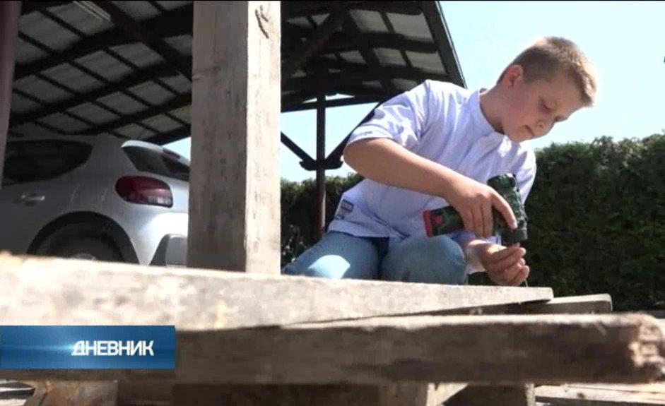 Jedanaestogodišnjak izgradio kuću u selu kod Užica
