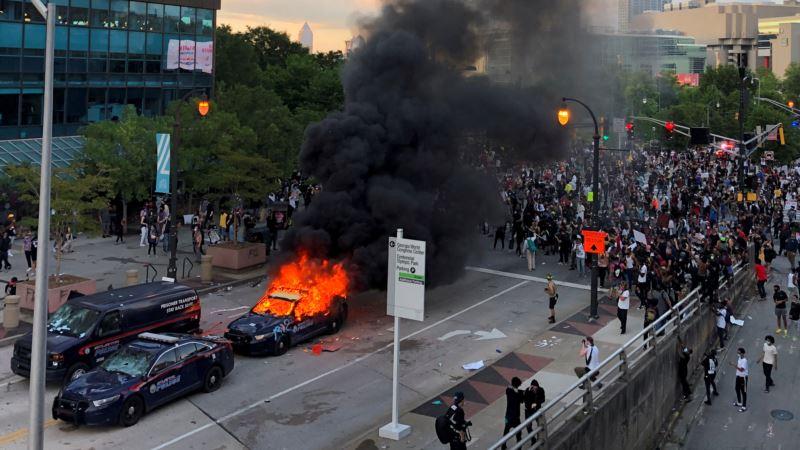 Peta noć protesta u SAD: Mirnije u Mineapolisu, zapaljena zgrada blizu Bele kuće